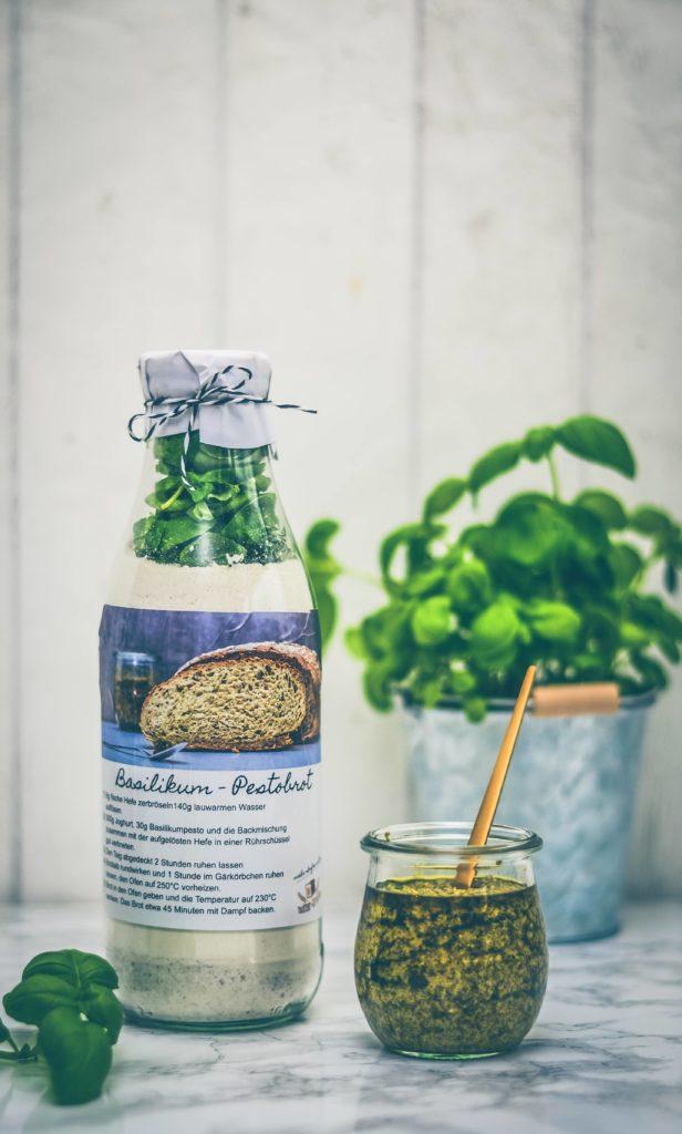 Basilikum-Pesto-Brotbackmischung selber machen